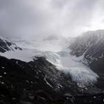 A small glacier along the way up.