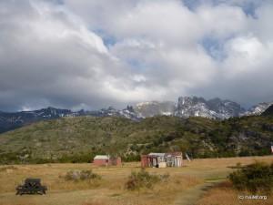 Refugio Dickson and surrounding mountains.