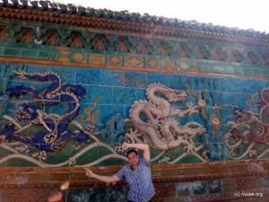 Mathias and the Nine-Dragon-Wall at Beihai Park.