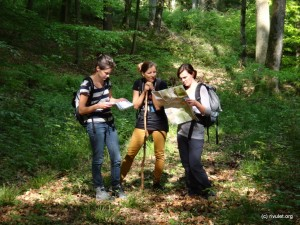 Three girls discussing the route :-o